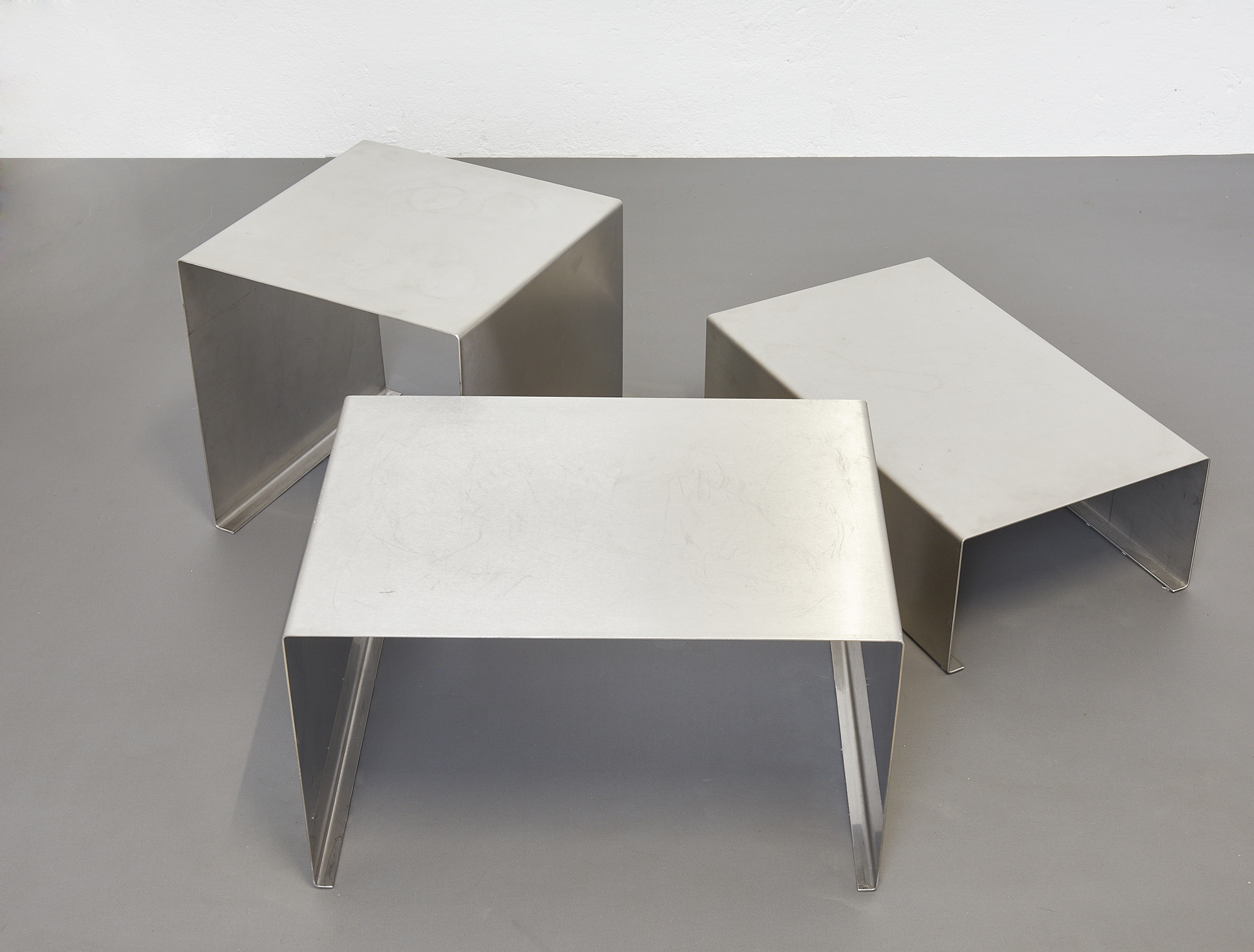 set-of-low-tables-in-brushed-metal-1970-1980-image-10