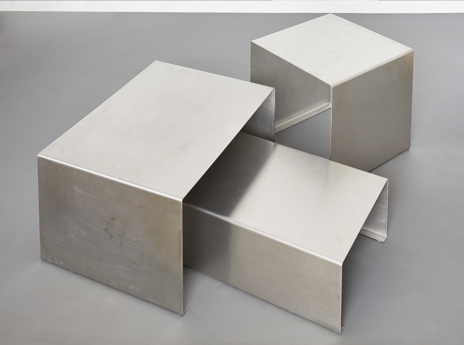 set-of-low-tables-in-brushed-metal-1970-1980-image-09