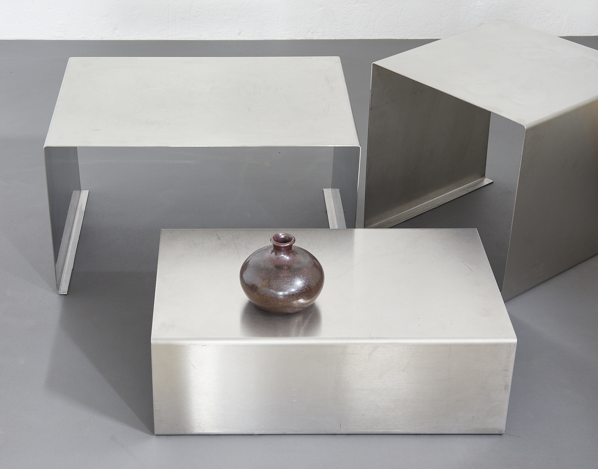 set-of-low-tables-in-brushed-metal-1970-1980-image-08