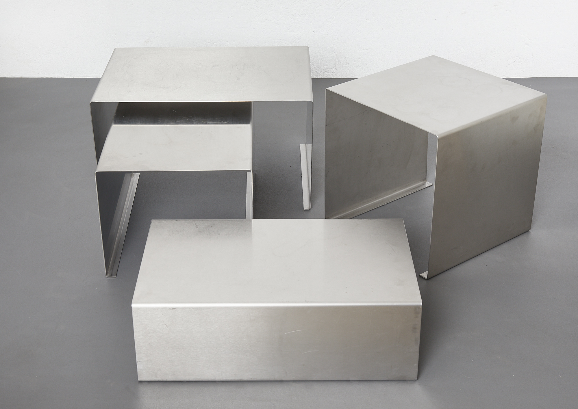 set-of-low-tables-in-brushed-metal-1970-1980-image-07