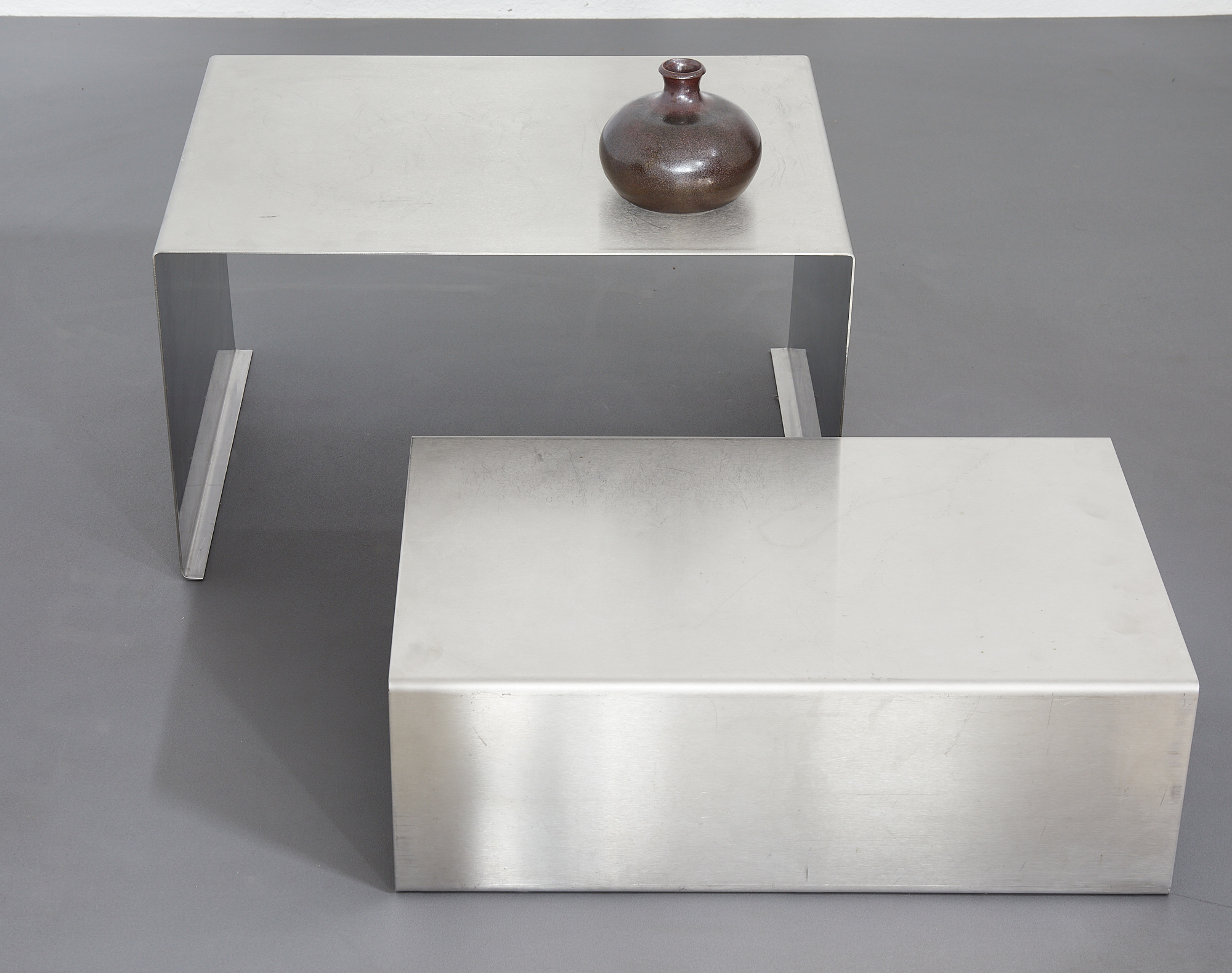 set-of-low-tables-in-brushed-metal-1970-1980-image-02