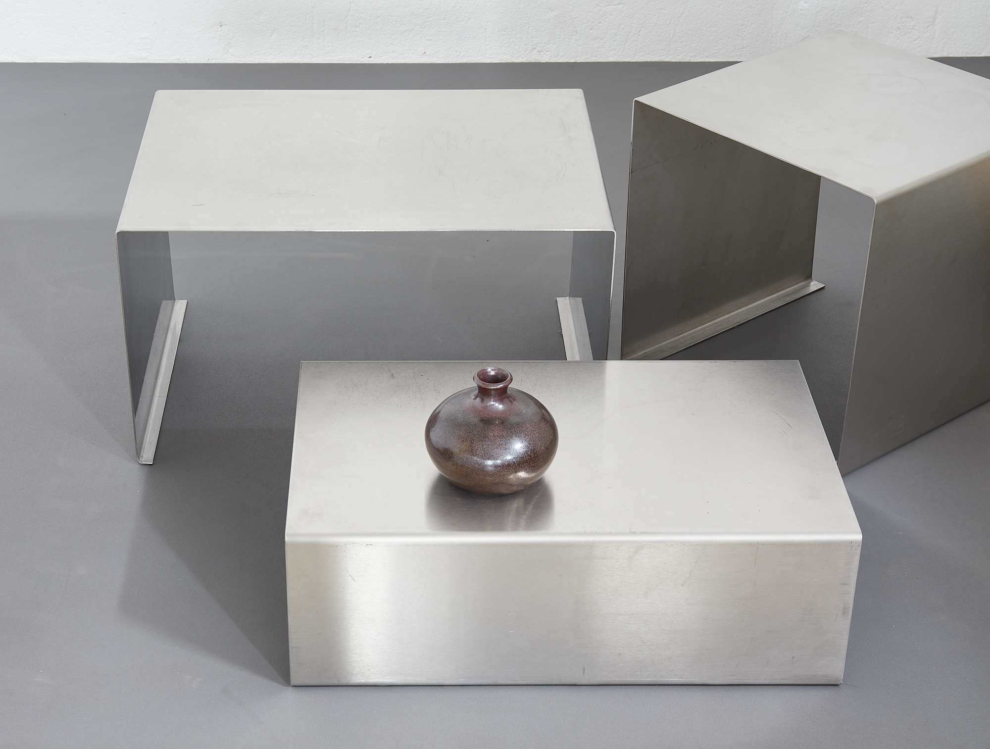 set-of-low-tables-in-brushed-metal-1970-1980-image-01