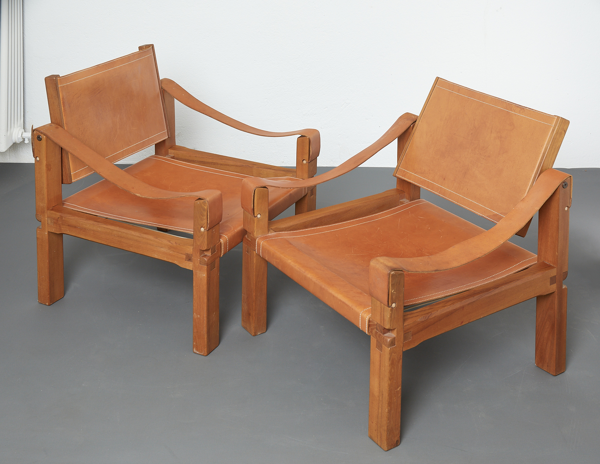pair-of-s10-or-sahara-lounge-chairs-by-pierre-chapo-image-05