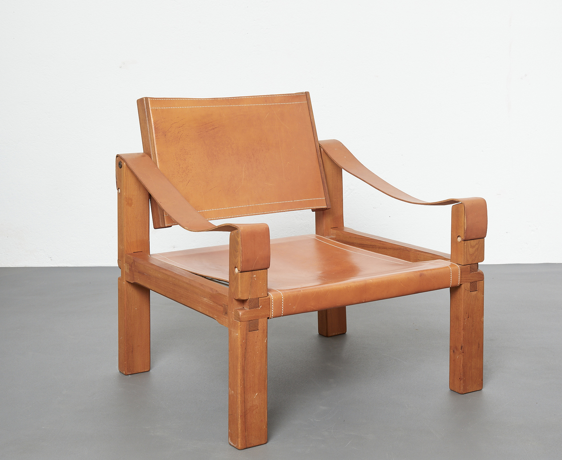 pair-of-s10-or-sahara-lounge-chairs-by-pierre-chapo-image-01