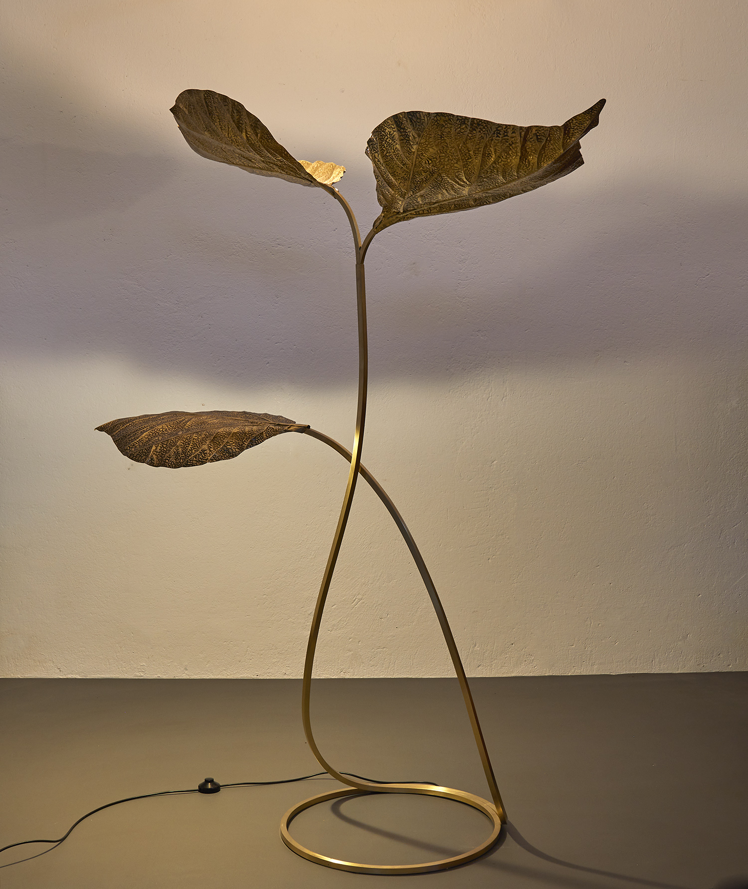 carlo-giorgi-brass-floor-lamp-with-three-leaves-for-bottega-gadda-italy-1970-image-03