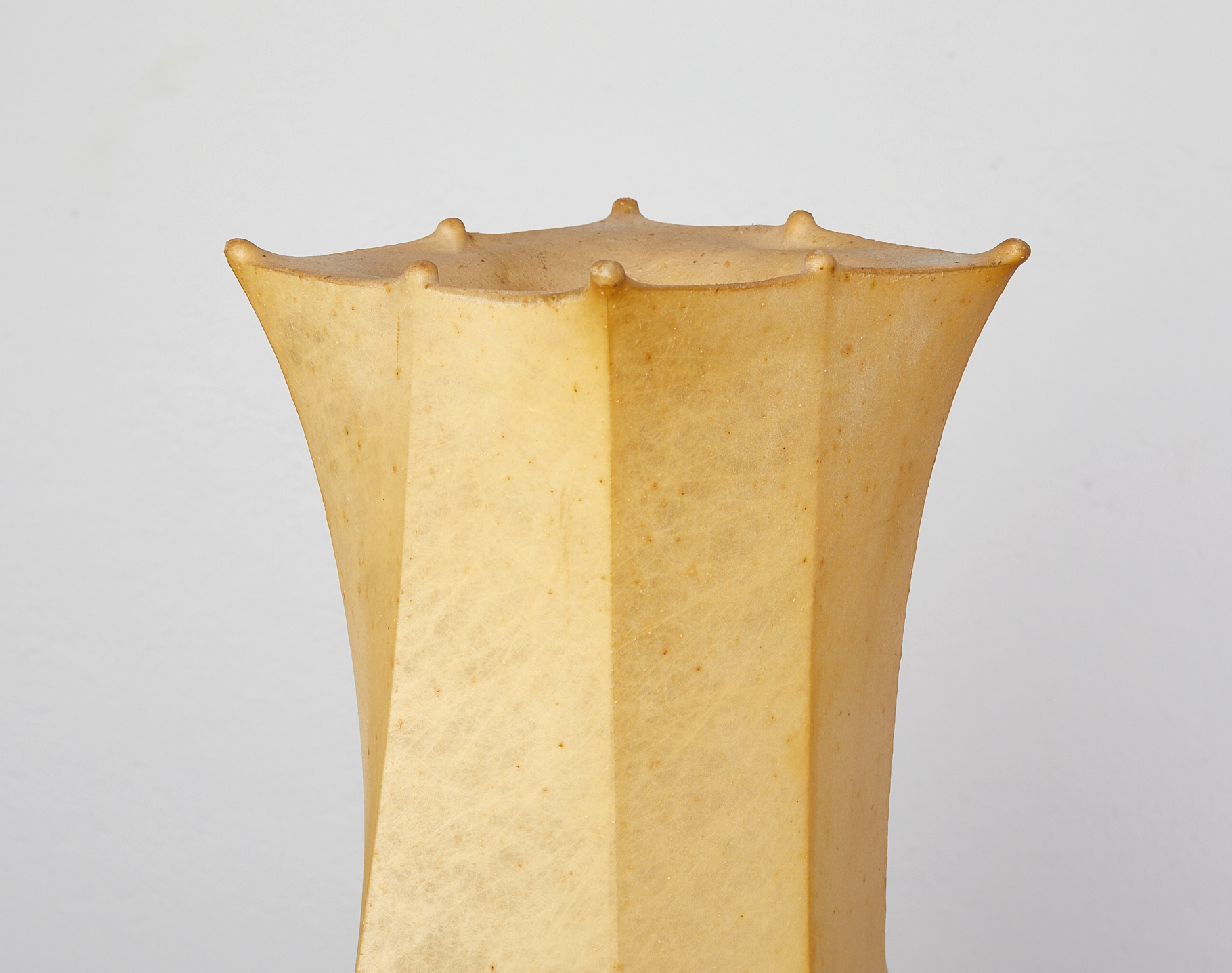 fantasma-piccolo-resin-cocoon-floor-lamp-by-tobia-scarpa-for-flos-1963-image-06