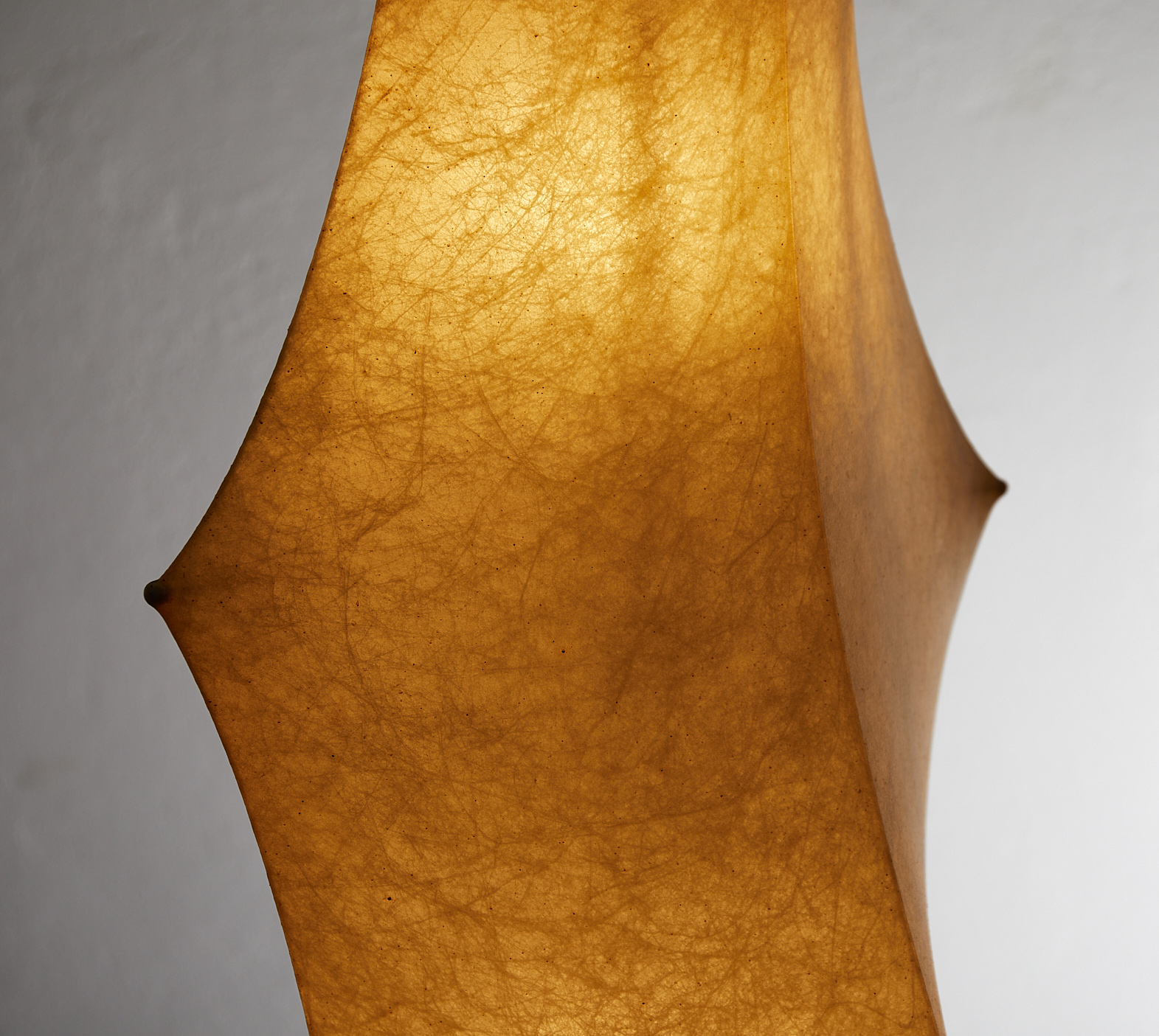 fantasma-piccolo-resin-cocoon-floor-lamp-by-tobia-scarpa-for-flos-1963-image-07