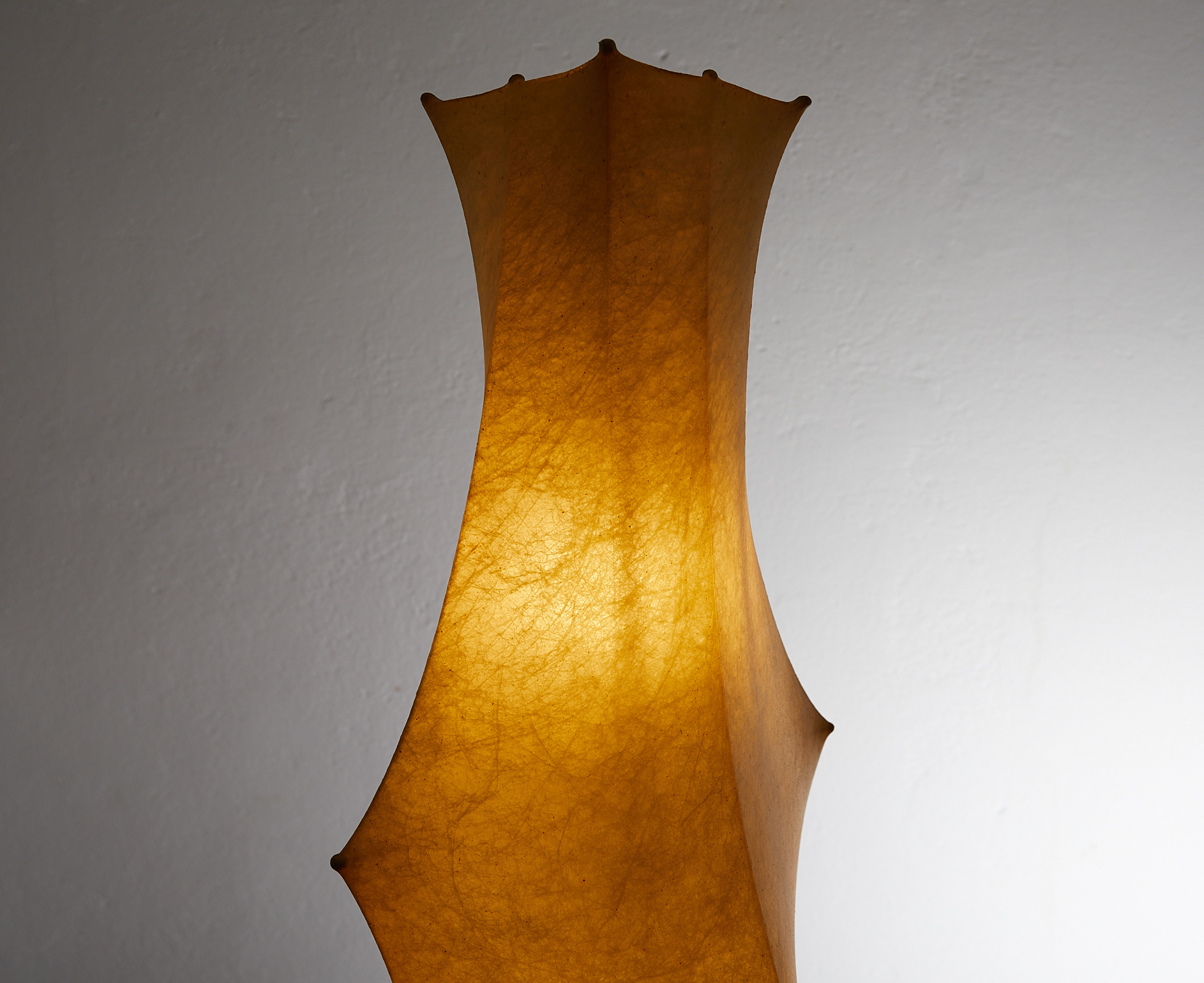 fantasma-piccolo-resin-cocoon-floor-lamp-by-tobia-scarpa-for-flos-1963-image-08