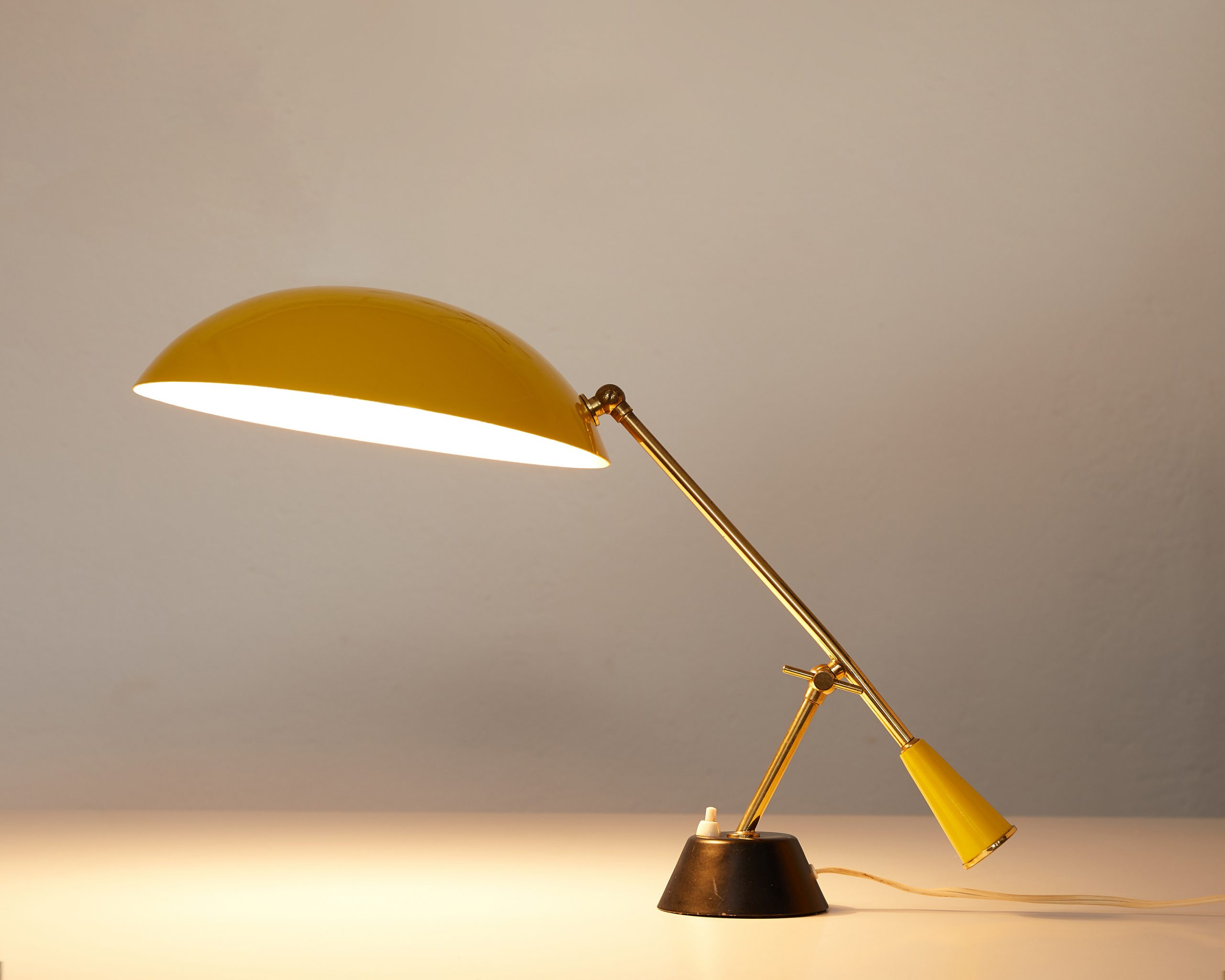 brass-and-yellow-lacquered-metal-table-lamp-with-counterweight-switzerland-1950-image-01