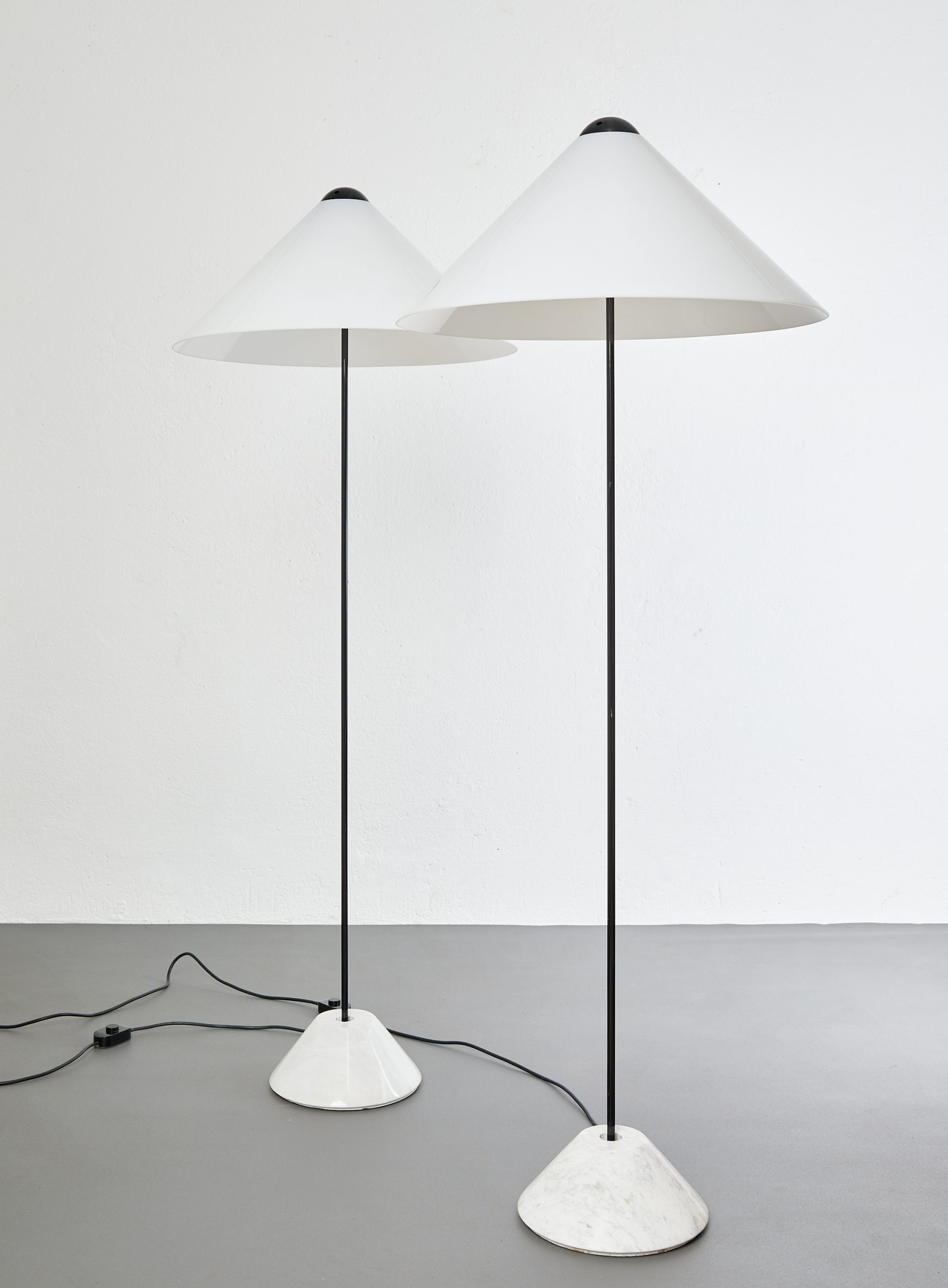 pair-of-snow-floor-lamps-by-vico-magistretti-oluce-1973-image-01