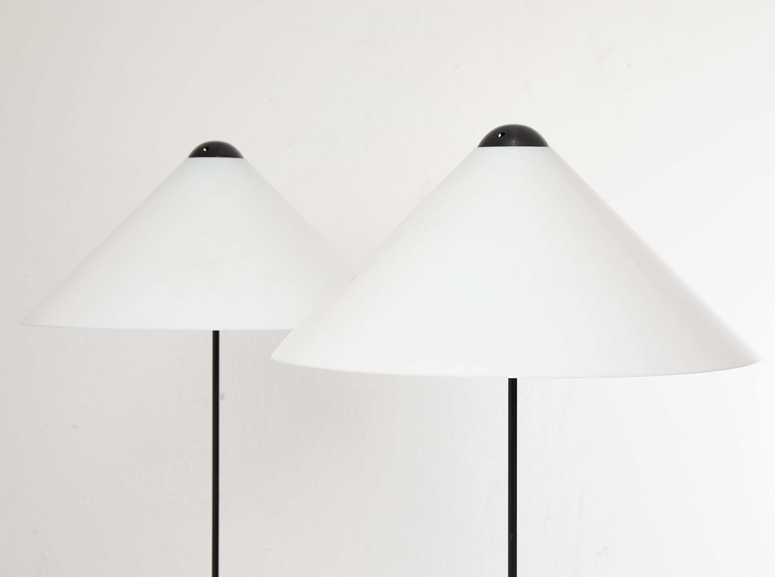 pair-of-snow-floor-lamps-by-vico-magistretti-oluce-1973-image-06