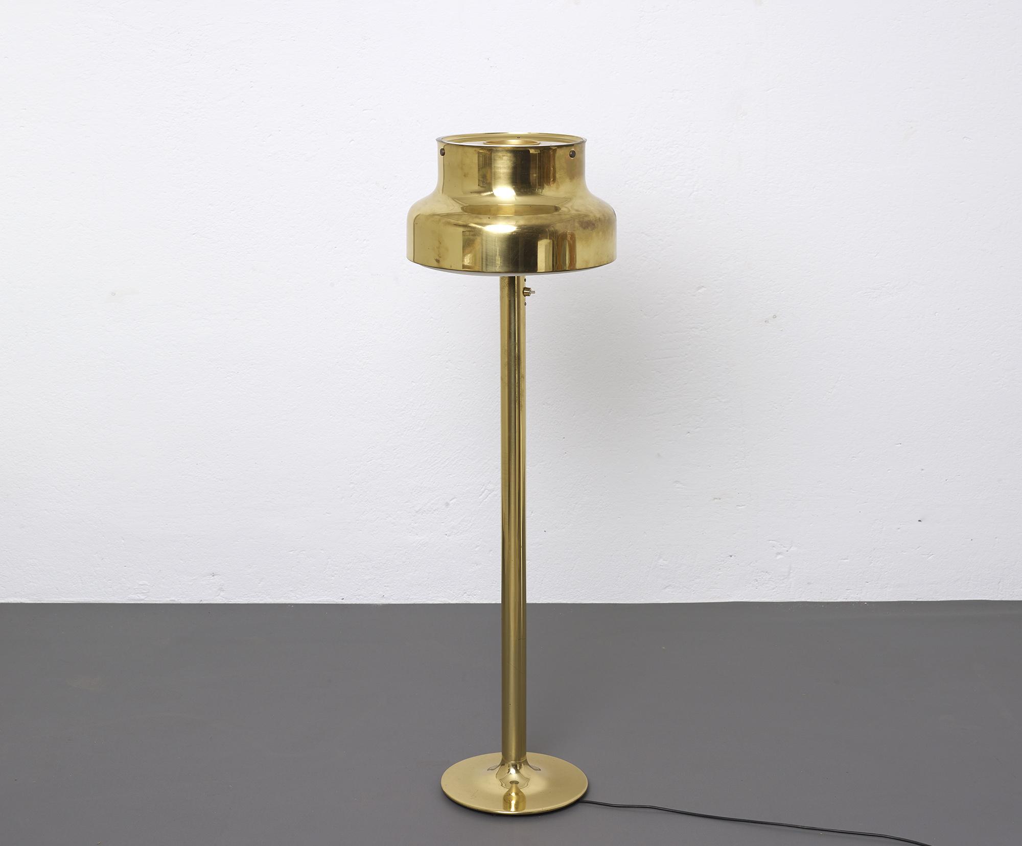 lampe-de-sol-bumling-en-laiton-de-anders-pehrson-1968-image-02