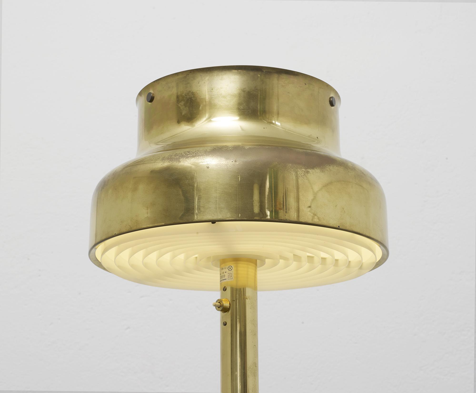 lampe-de-sol-bumling-en-laiton-de-anders-pehrson-1968-image-01