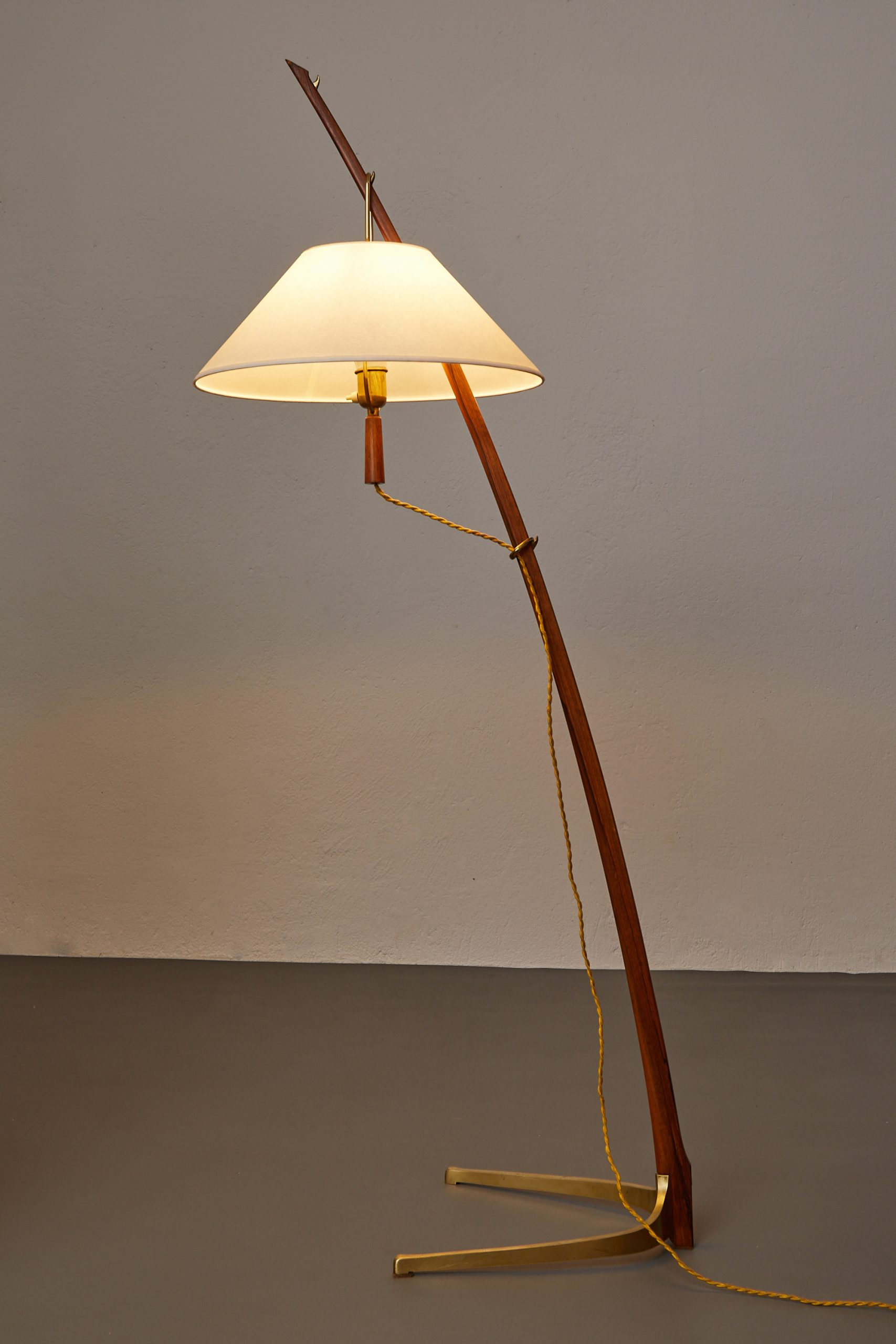 model-2076-ordornstab-floor-lamp-in-teak-and-brass-by-j-t-kalmar-1950-image-02