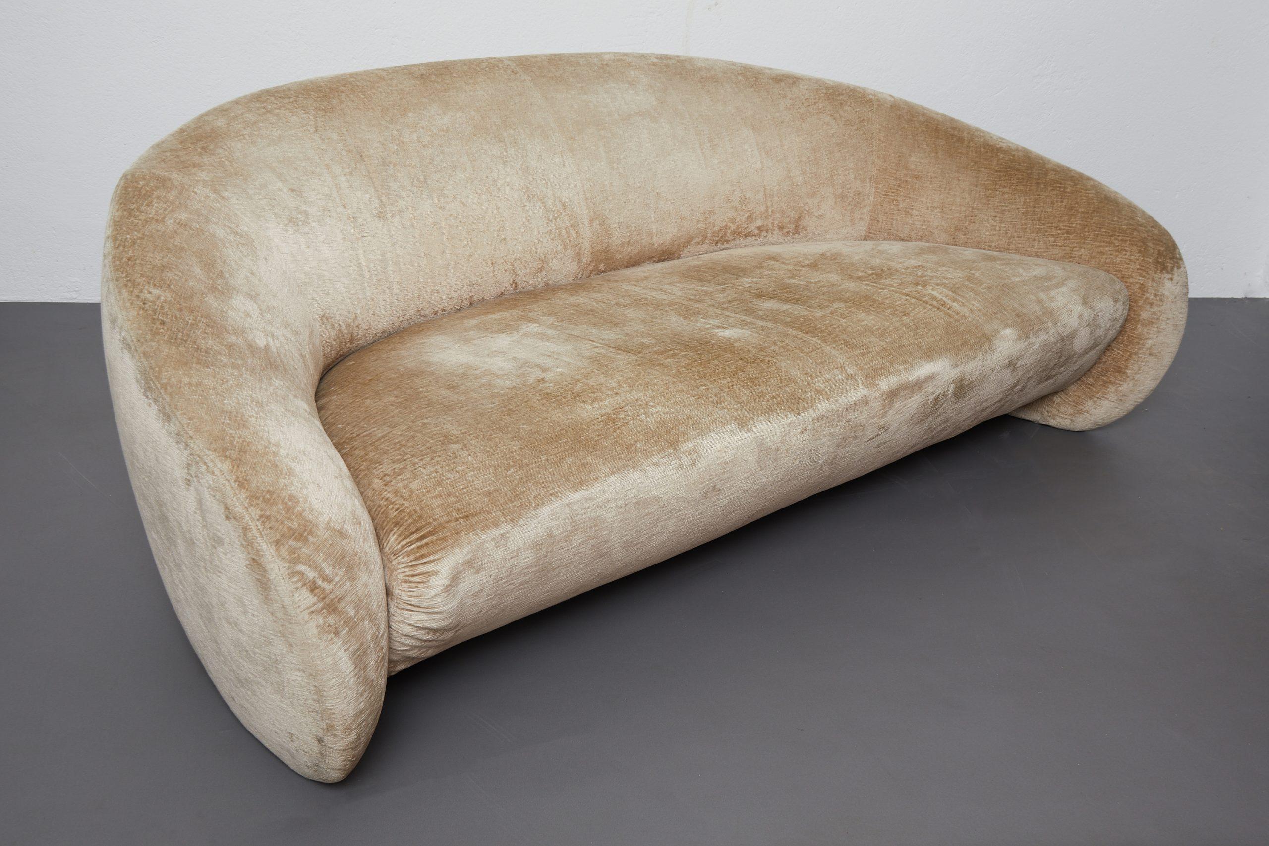 hudson-beige-velvet-curved-sofa-by-roberto-lazzeroni-for-ipe-cavalli-italy-image-02